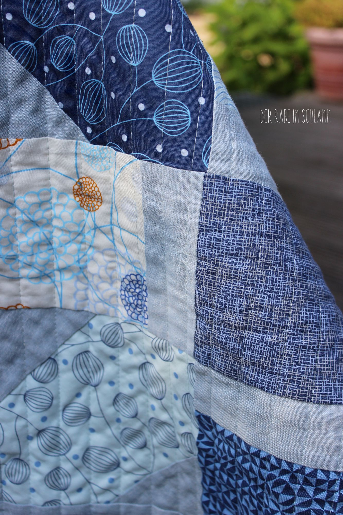 Der Rabe im Schlamm, Quilt, für Männer, Jolly Bar Jazz Quilt, True Blue, Essex Yarn Dyed Linen, showmethemoda