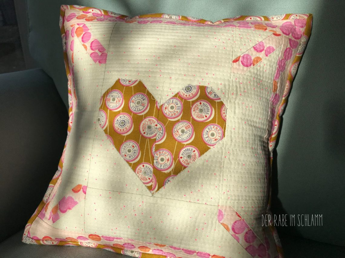 Der Rabe im Schlamm, Kissen, Nähen, Quilt, ellisandhiggs, Love is all around, Quiltblock