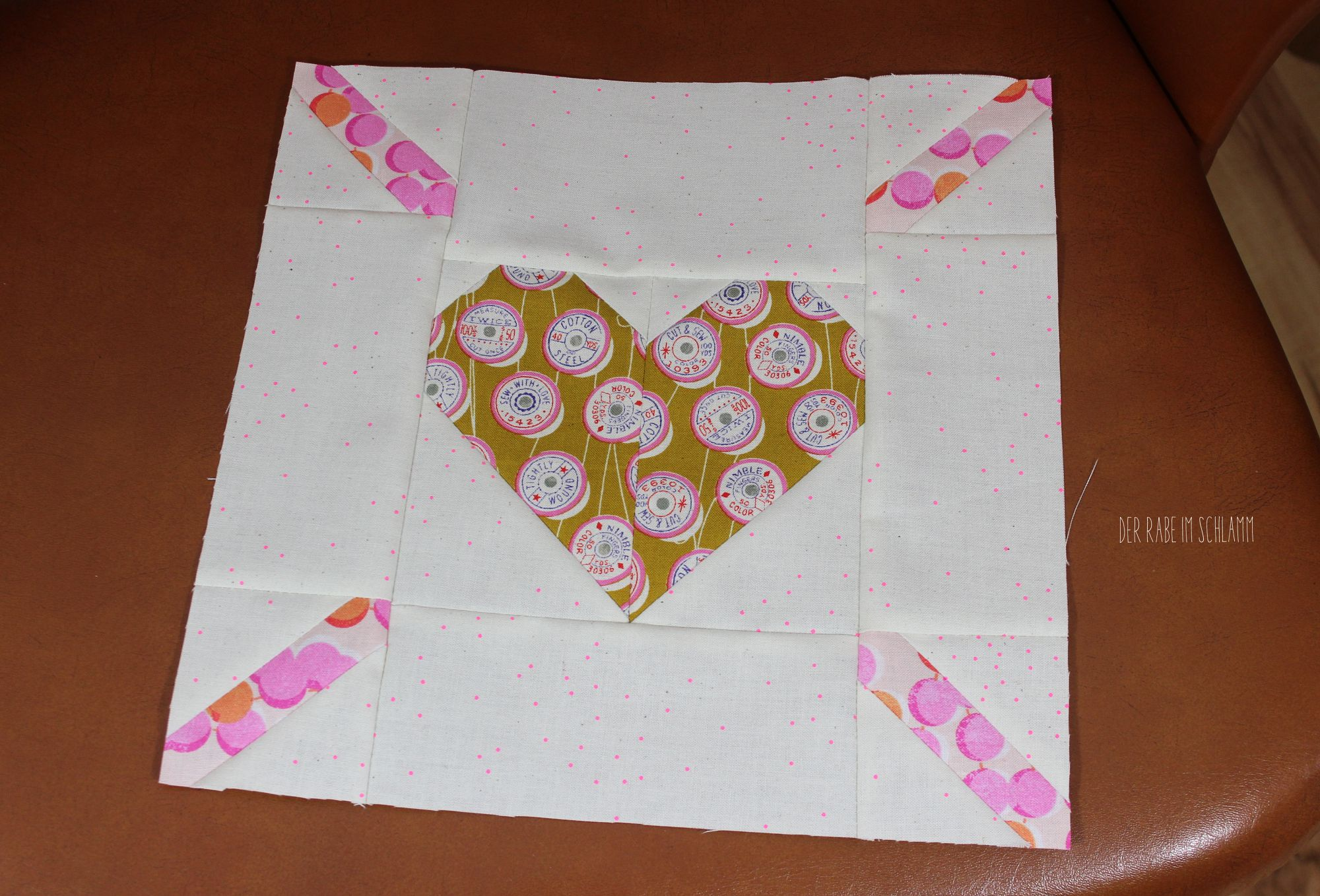 Der Rabe im Schlamm, Love is all around, Quilt, Quiltblock, Herz, Nähen