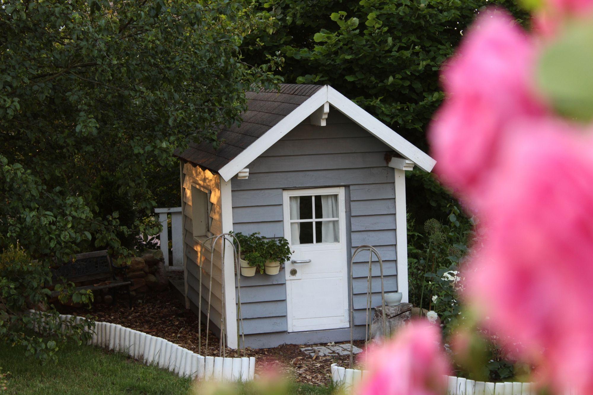 Garten, Der Rabe im Schlamm, Gartenhaus, Spielhäuschen, Kinderhaus